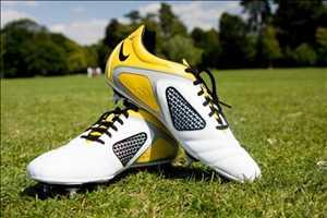 Sepatu sepak bola Pasar